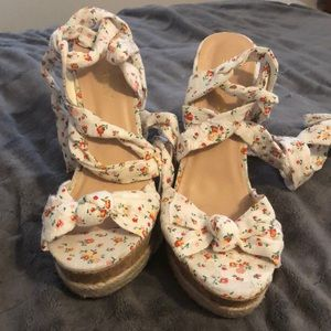 White Floral Wedges Shoe Dazzle 9 1/2.